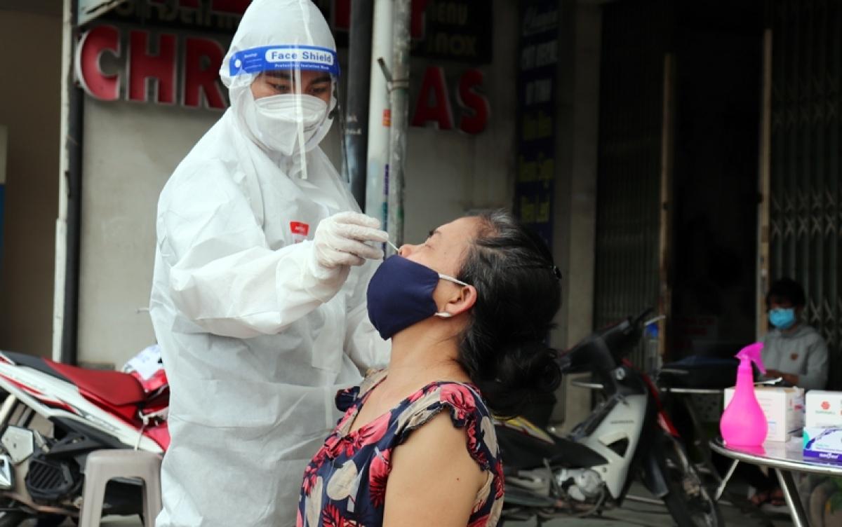 Xét nghiệm COVID-19 cho người dân tại tỉnh Đồng Nai (Ảnh CDC Đồng Nai).