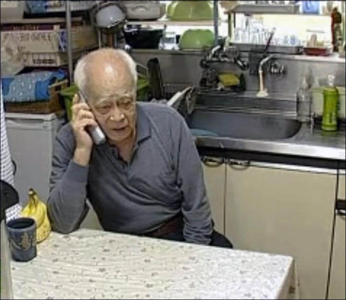 Cứ vào thứ Bảy, ông sẽ gọi cho bà Klavdia và nài nỉ bà tới thăm ông. Ảnh: RT en español