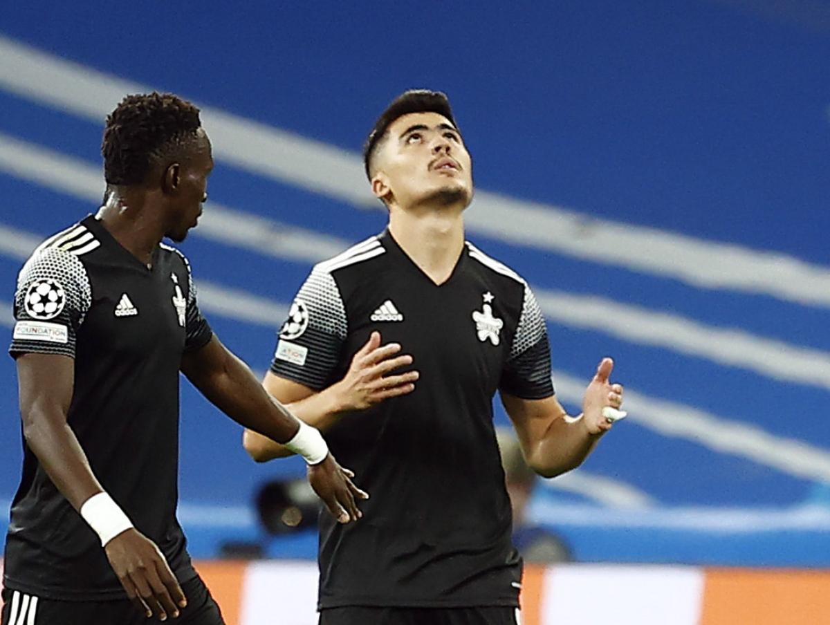 """Jasurbek Yakhshiboev ghi bàn thắng """"để đời"""" vào lưới Real Madrid. (Ảnh: Reuters)."""