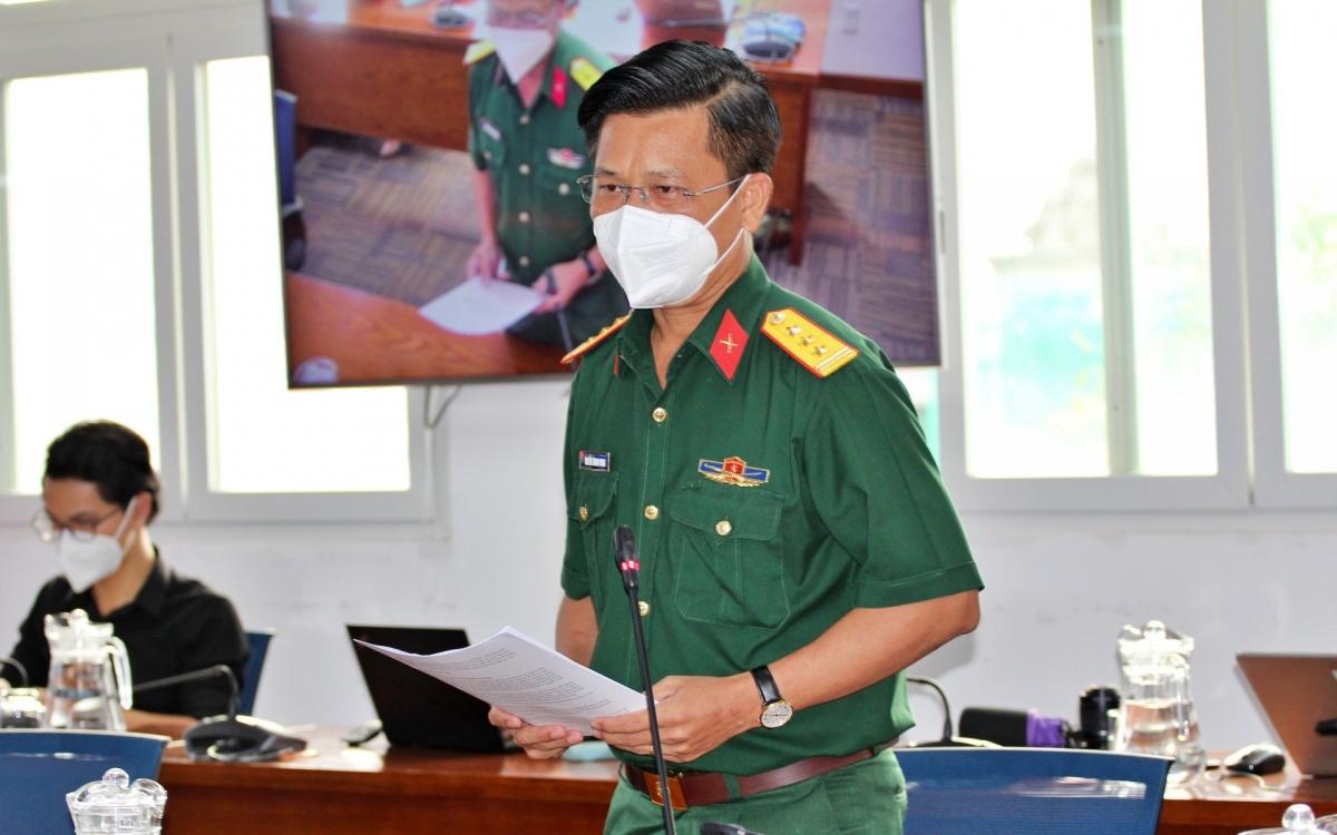Thượng tá Nguyễn Thanh Phong, Chủ nhiệm Chính trị Bộ Tư lệnh TP.HCM cung cấp thông tin tại buổi họp báo.