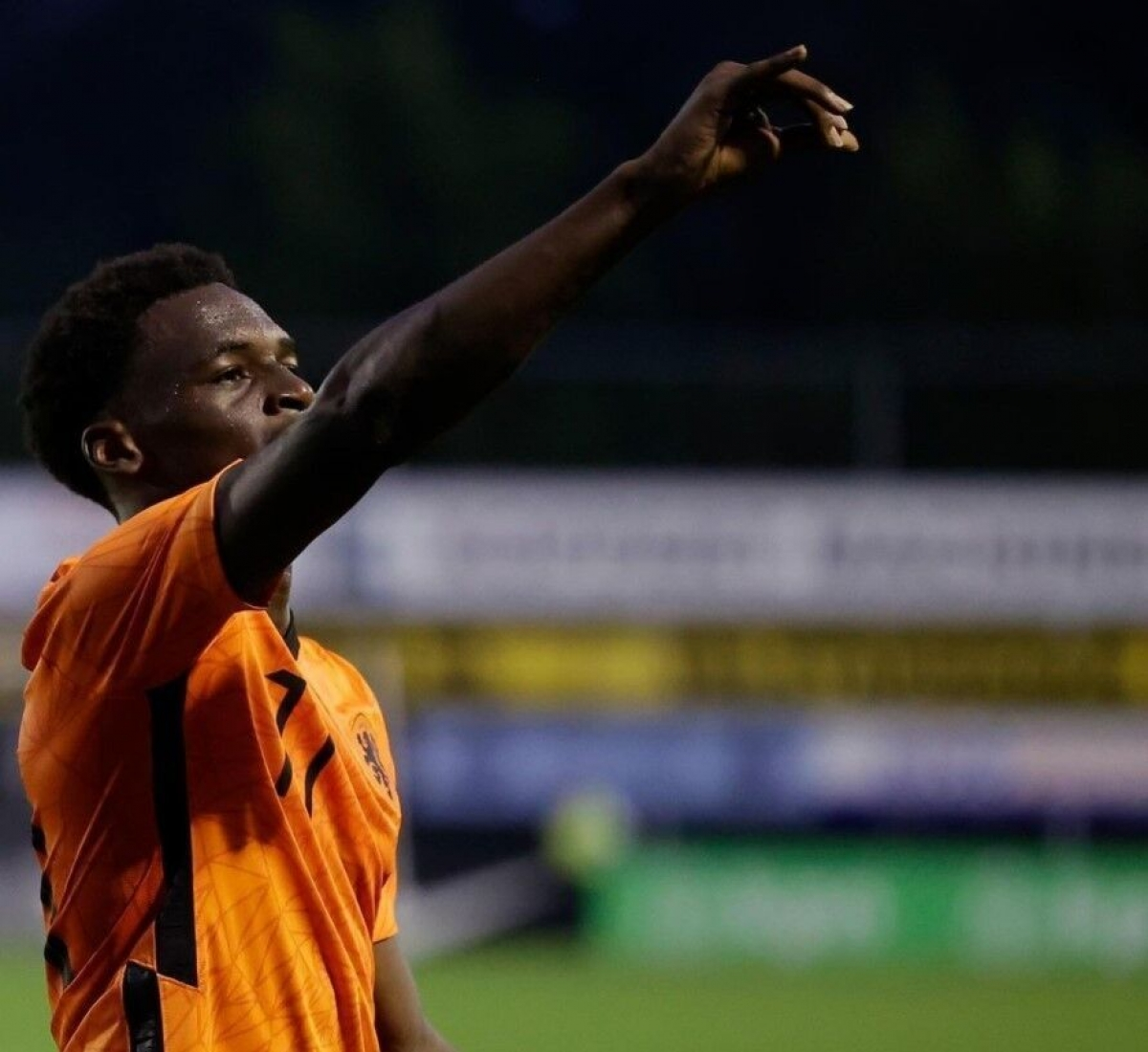 Ernest Poku (AZ Alkmaar / Hà Lan) - Tiền đạo 17 tuổi vừa ra mắt đội một AZ hồi tháng 8. Đến nay cầu thủ này đã có 3 lần ra sân ở giải VĐQG Hà Lan.