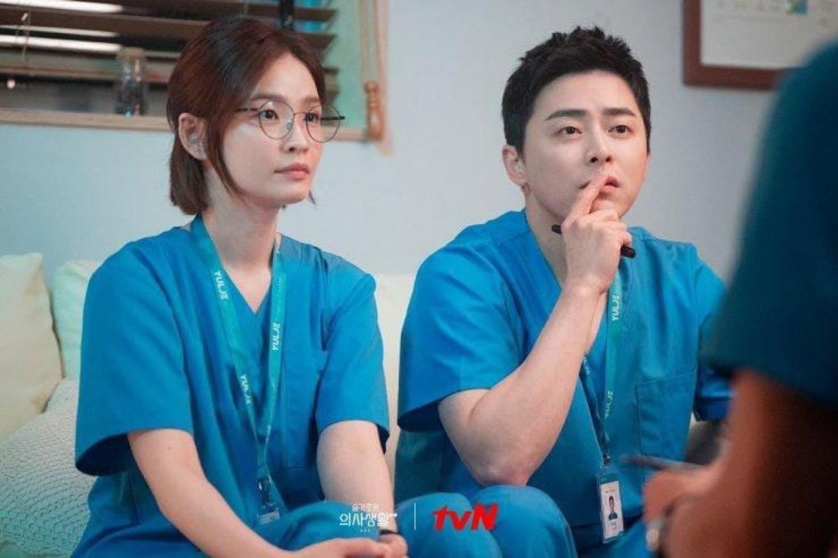 Sau nhiều năm làm bạn, Ik Joon và Song Hwa đã trở thành một cặp trong phần 2 bộ phim.
