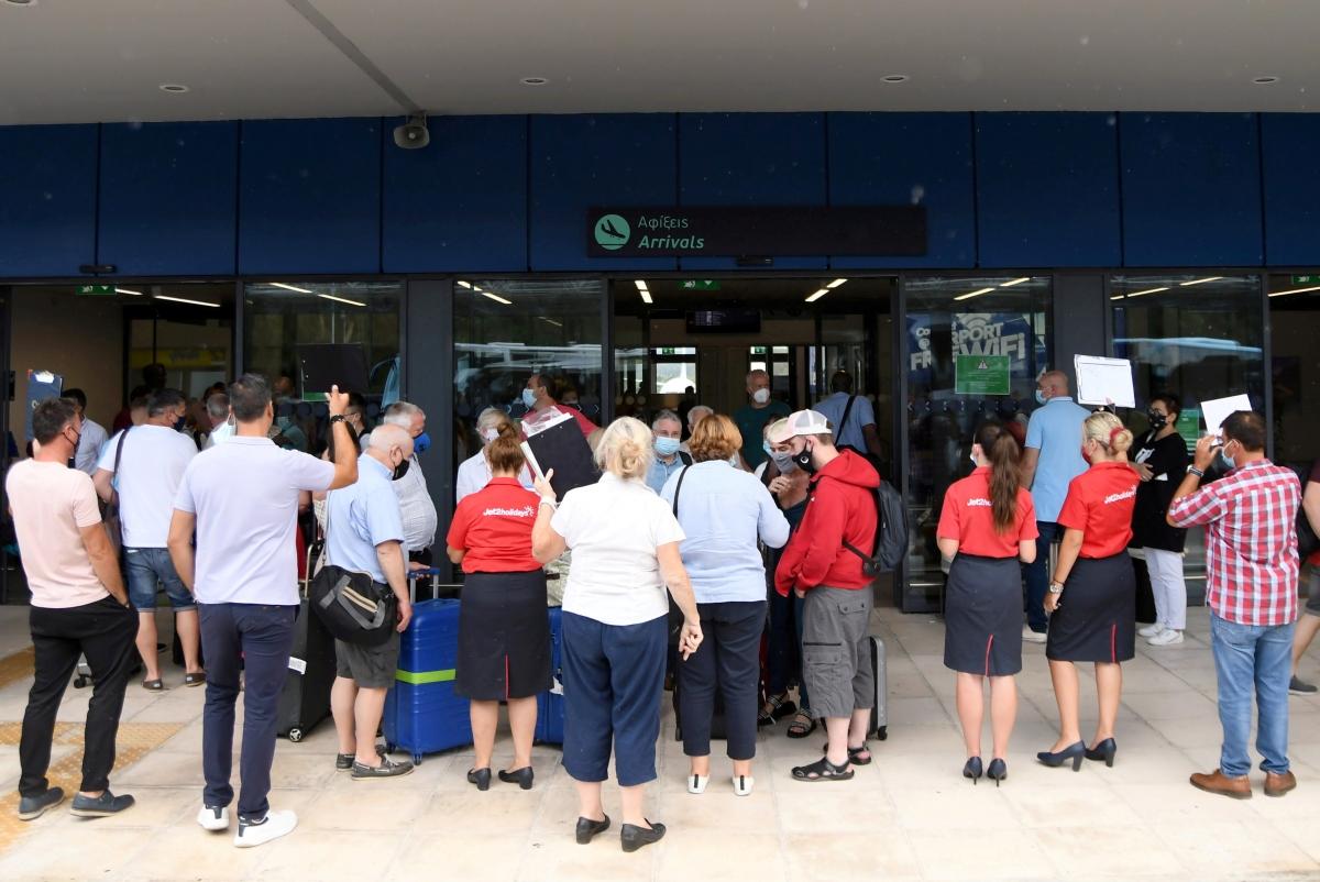 Khách du lịch Anh tại Corfu, Hy Lạp hồi tháng 7/2021. Nguồn: Reuters