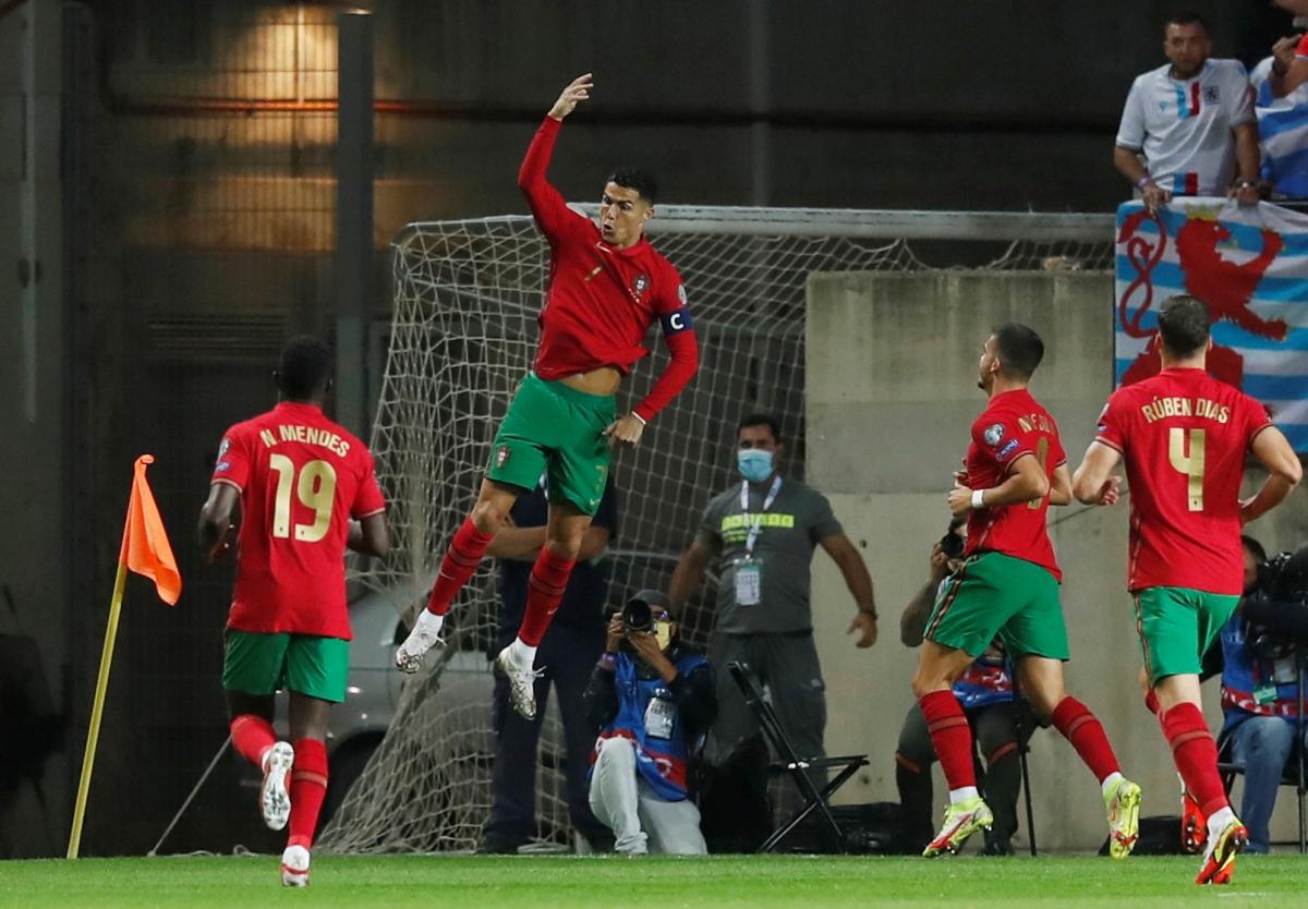 """Vua phá lưới vòng loại World Cup 2022 khu vực châu Âu: Ronaldo """"hít khói"""" Depay - Ảnh 5."""