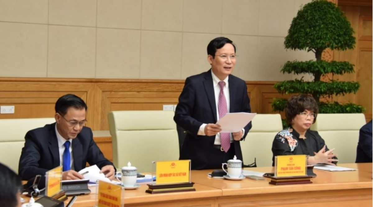 Pham Tan Cong, chairman of the Vietnam Chamber of Commerce and Industry speaks at a meeting with Prime Minister Pham Minh Chinh on October 12.