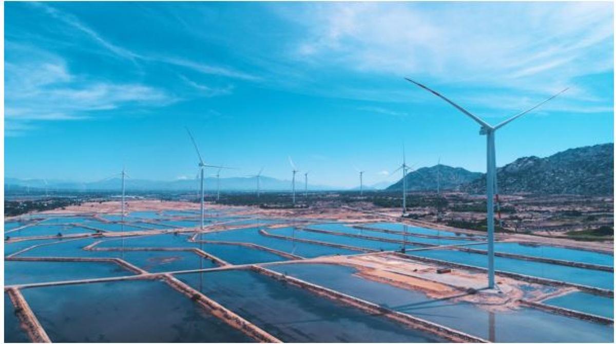Nhà máy Điện gió BIM đi vào vận hành đã hoàn thành kế hoạch phát triển tổ hợp muối và năng lượng tái tạo lớn nhất Việt Nam.