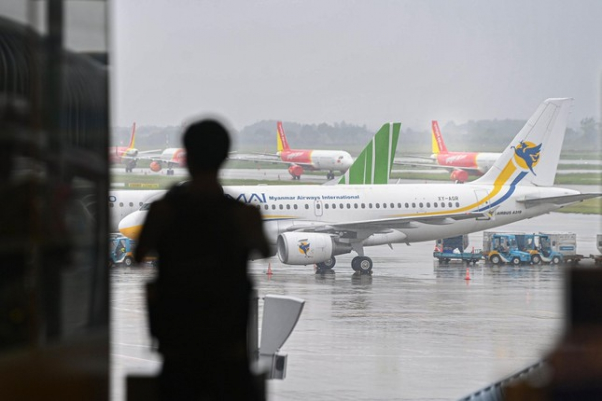 National flag carrier Vietnam Airlines is set to conduct two-way flights between Hanoi and Ho Chi Minh City between October 10 and October 20 following aviation authorities allowing the resumption of services on domestic routes.