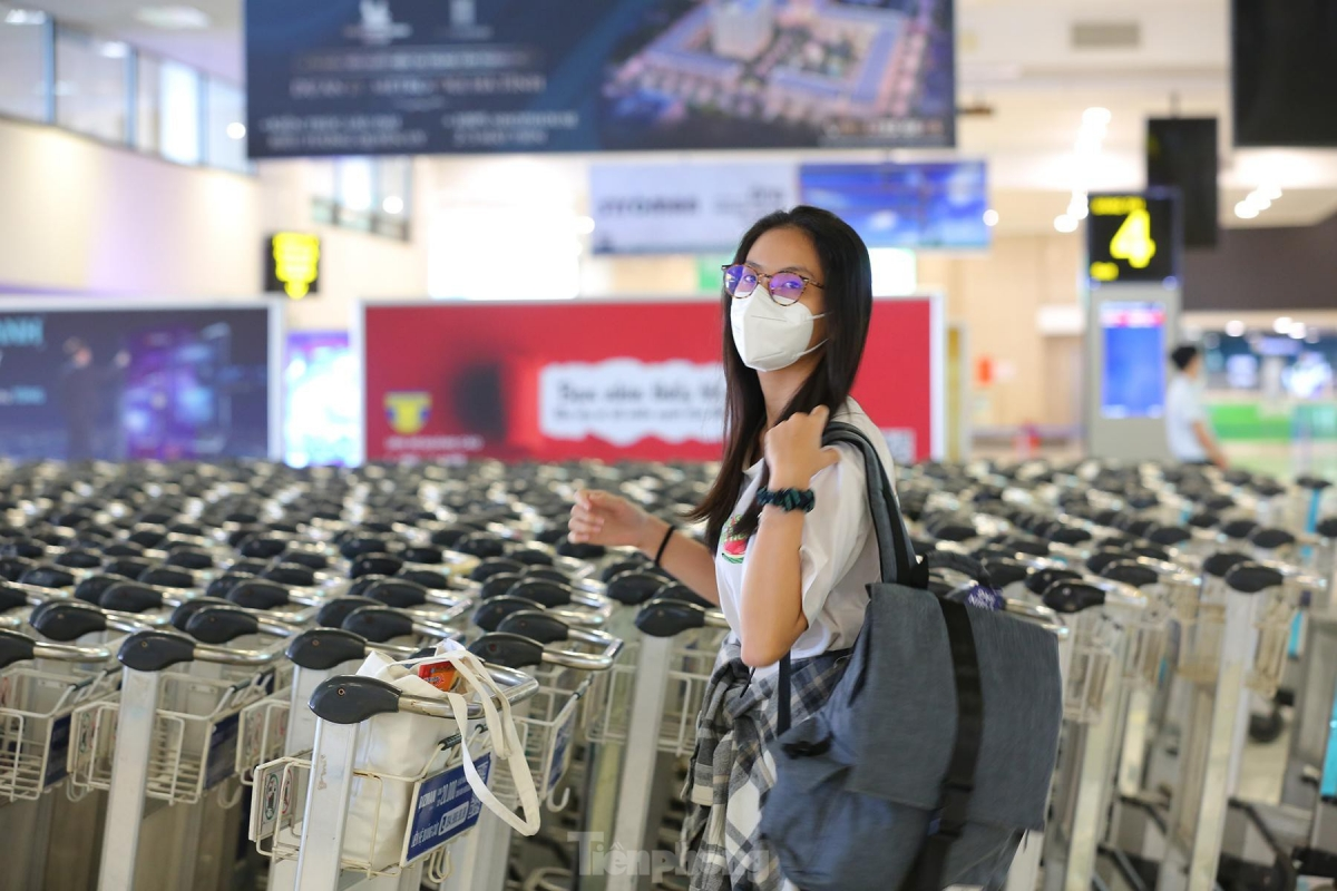 All returnees from Ho Chi Minh City are required to be fully immunised for at least 14 days, or have recovered from COVID-19 over the previous six months, before being able to board a flight.