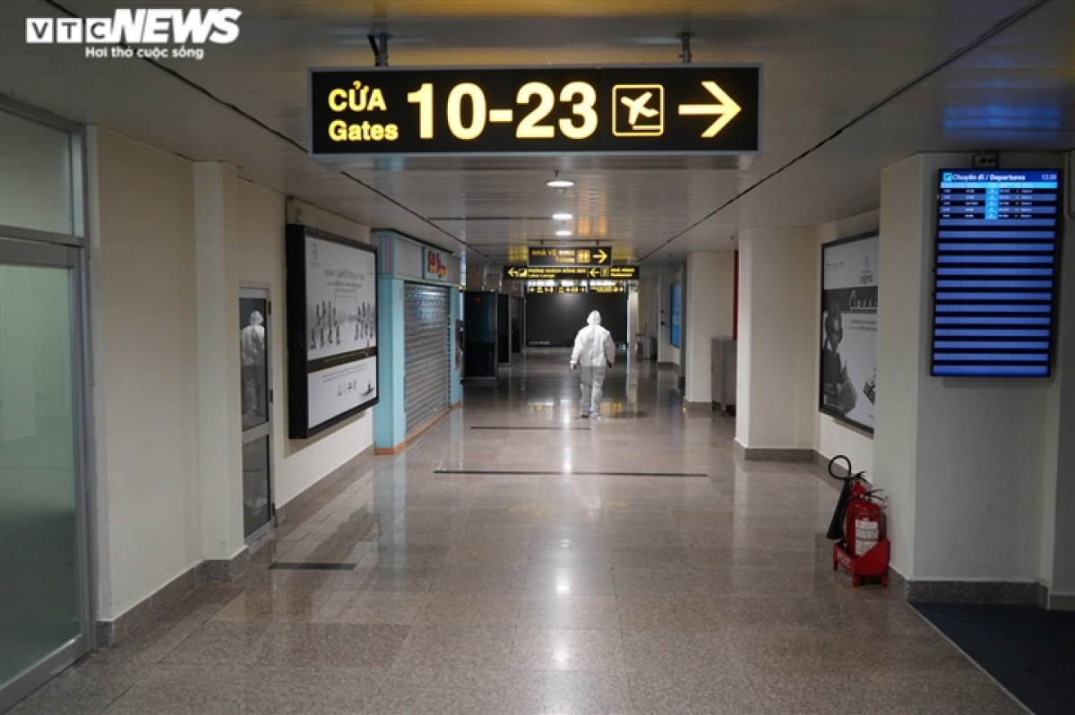 Although HCM City's authorities agree to reopen domestic flights following a proposal by the Civil Aviation Authority Of Vietnam (CAAV), many localities are not ready to receive passengers from the city – the largest coronavirus hotspot in Vietnam now moving into the new normal.