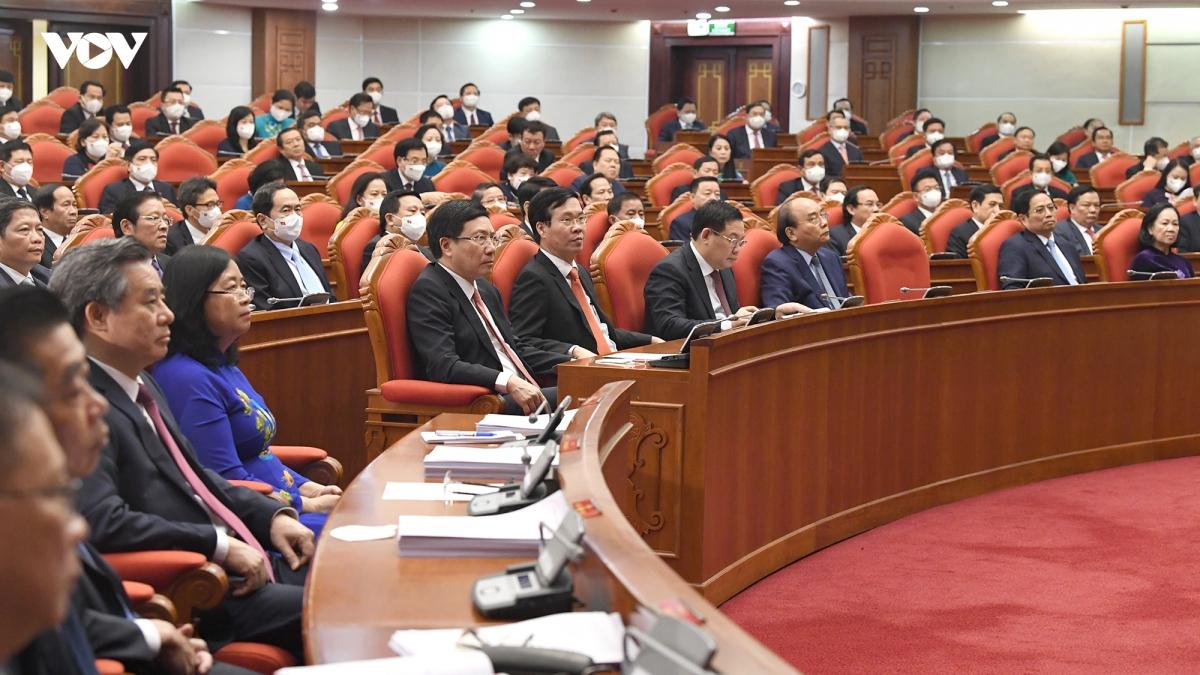 Đề cập về công tác xây dựng Đảng, Tổng Bí thư Nguyễn Phú Trọng cho biết, điểm mới của Hội nghị Trung ương lần này là đã mở rộng phạm vi, không chỉ trong xây dựng, chỉnh đốn Đảng mà còn bao gồm cả trong xây dựng hệ thống chính trị đúng theo tinh thần Nghị quyết Đại hội XIII của Đảng.