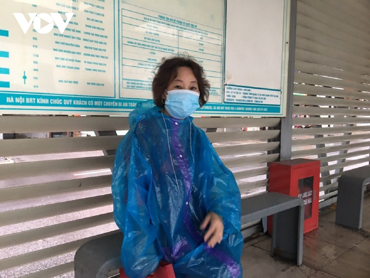 Nguyen Thi Chinh, a resident of Cau Giay district, says she is happy to use public transport again as it's convenient for elderly people like her to travel within the inner city.