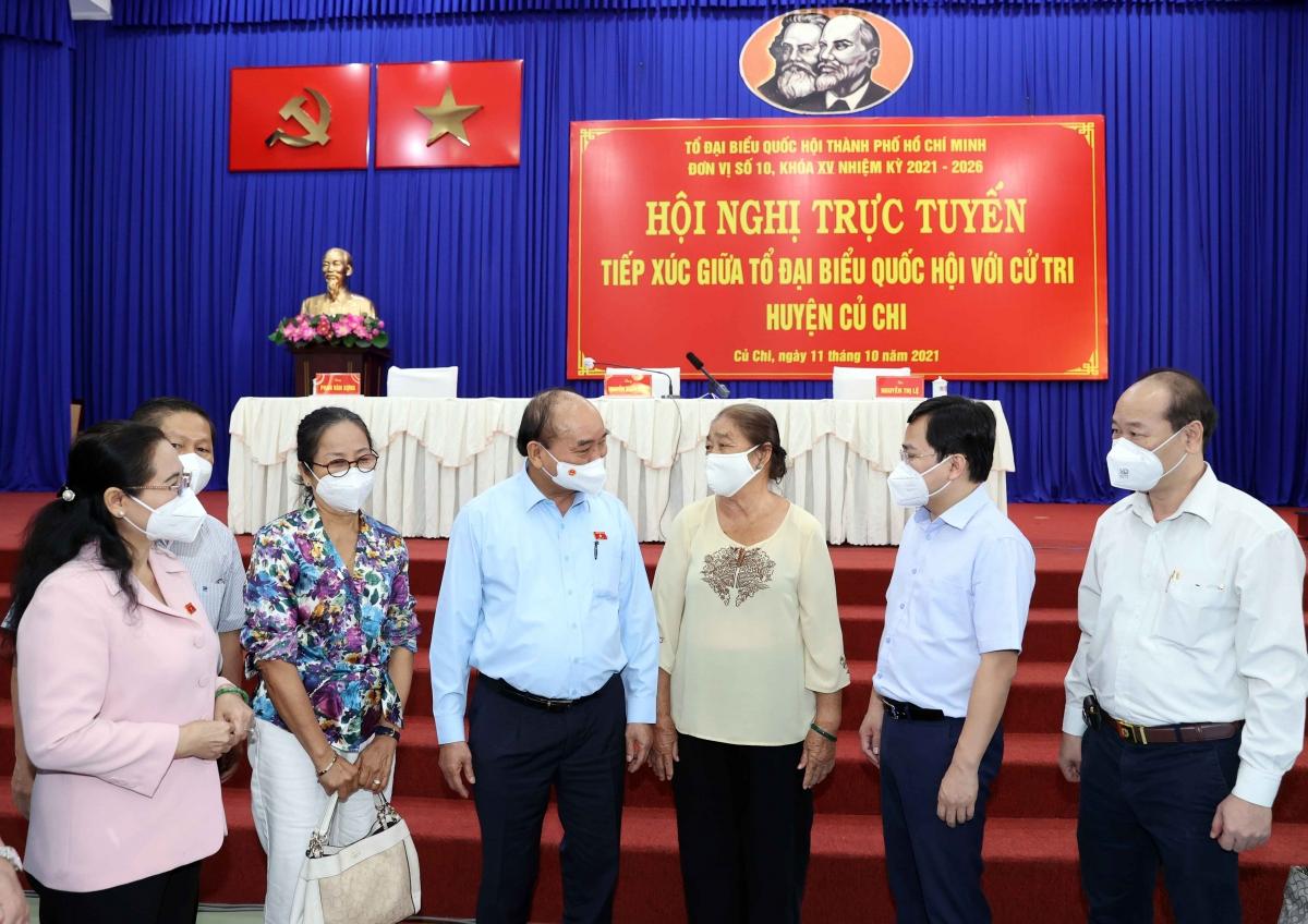 Chủ tịch nướcNguyễn Xuân Phúc cùng Tổ đại biểu Quốc hội TPHCM đơn vị số 10 tiếp xúc cử tri huyện Củ Chi và Hóc Môn