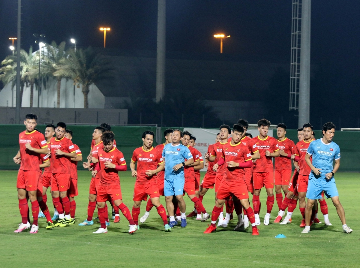The national team undertake some light exercise in the first few minutes of the practice.