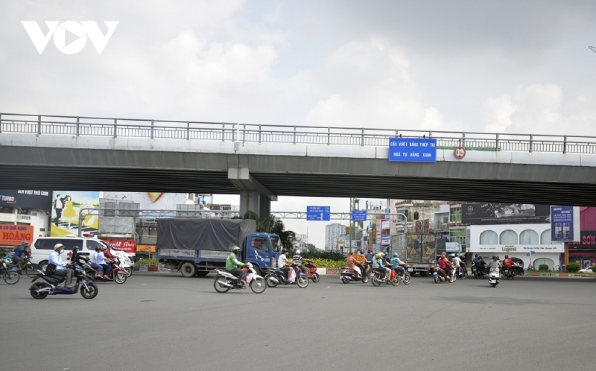 Residents begin to flock back to the streets on October 1, resuming their daily routine.