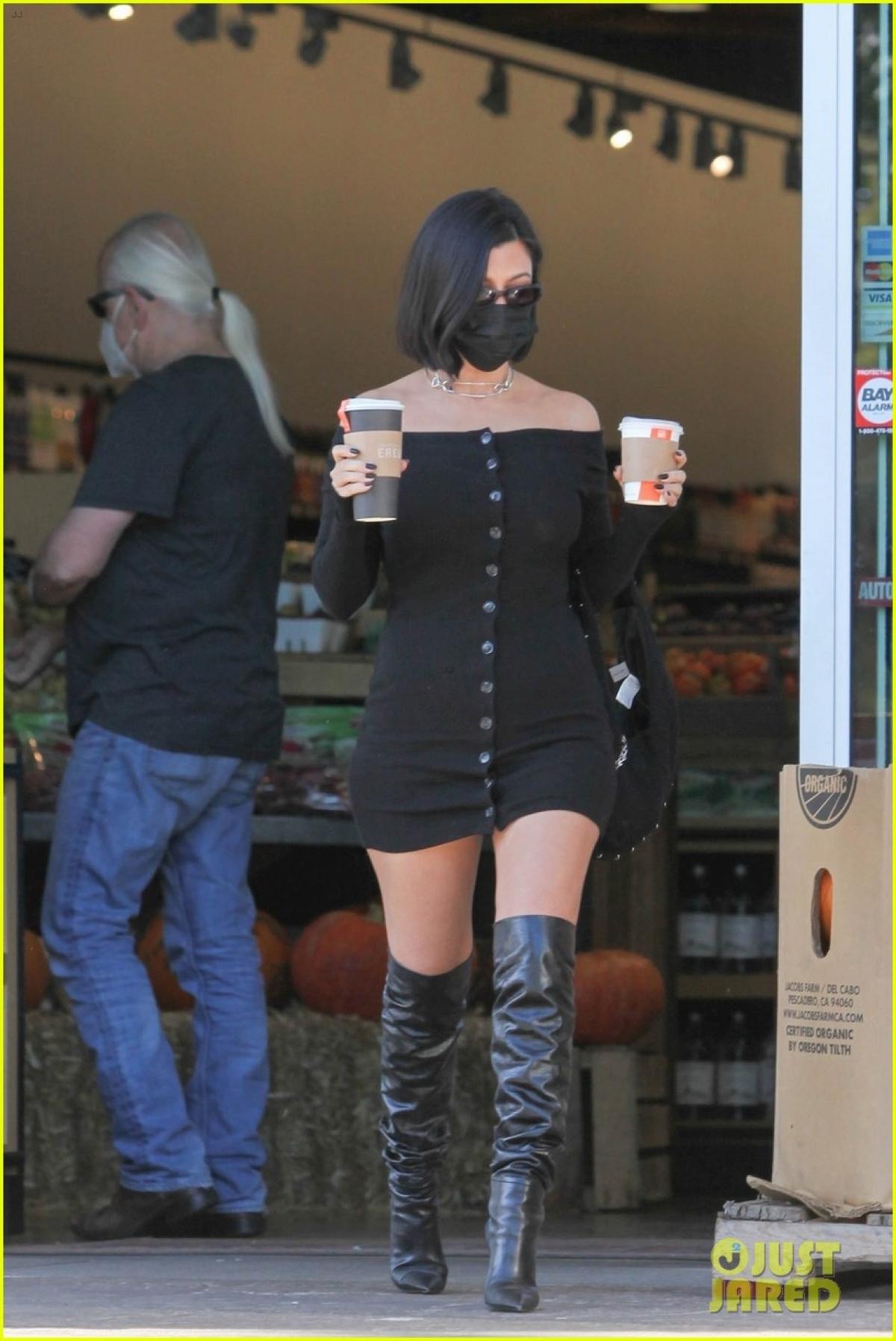 Kourtney Kardashian cho biết, cô hài lòng với cuộc sống hiện tại./.