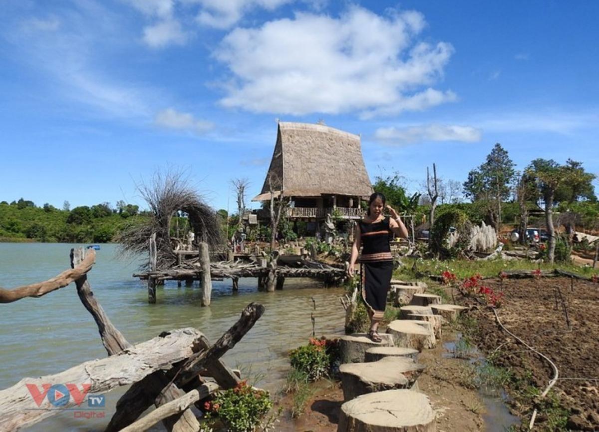 Kon Trang Long Loi village