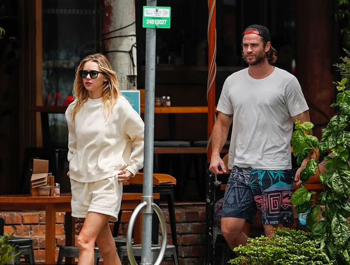 Liam Hemsworth và người mẫu Gabriella Brooks vui vẻ đi ăn trưa ở vịnh Byron mới đây.