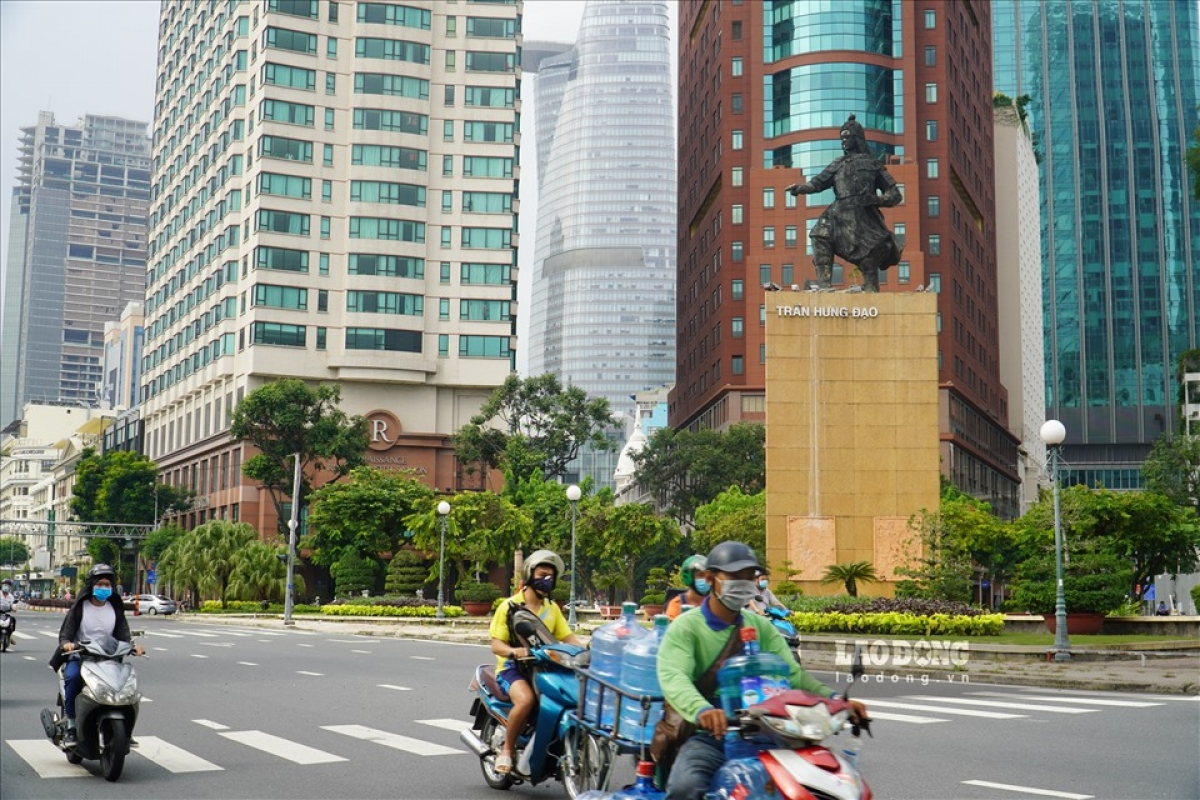 October 2 marks the second day and the first weekend of Ho Chi Minh City easing social distancing measures.