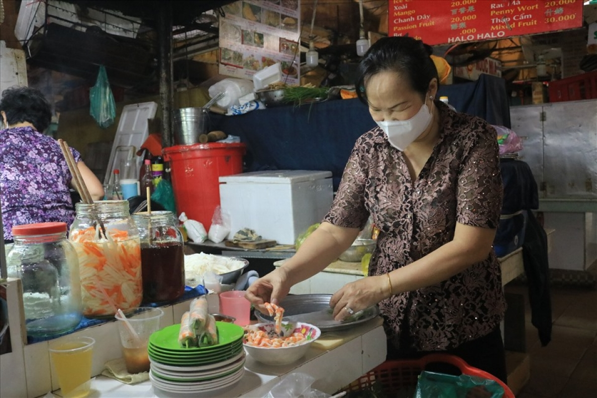 The reopening of traditional markets is one part of the roadmap devised by Ho Chi Minh City's authorities to ease COVID-19 restrictions.