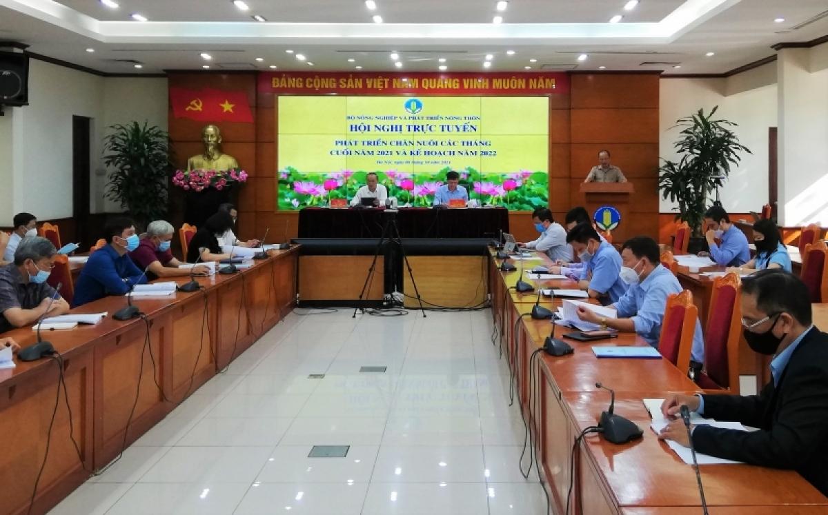 """Hội nghị trực tuyến toàn quốc về """"Phát triển chăn nuôi các tháng cuối năm 2021 và triển khai kế hoạch năm 2022""""."""