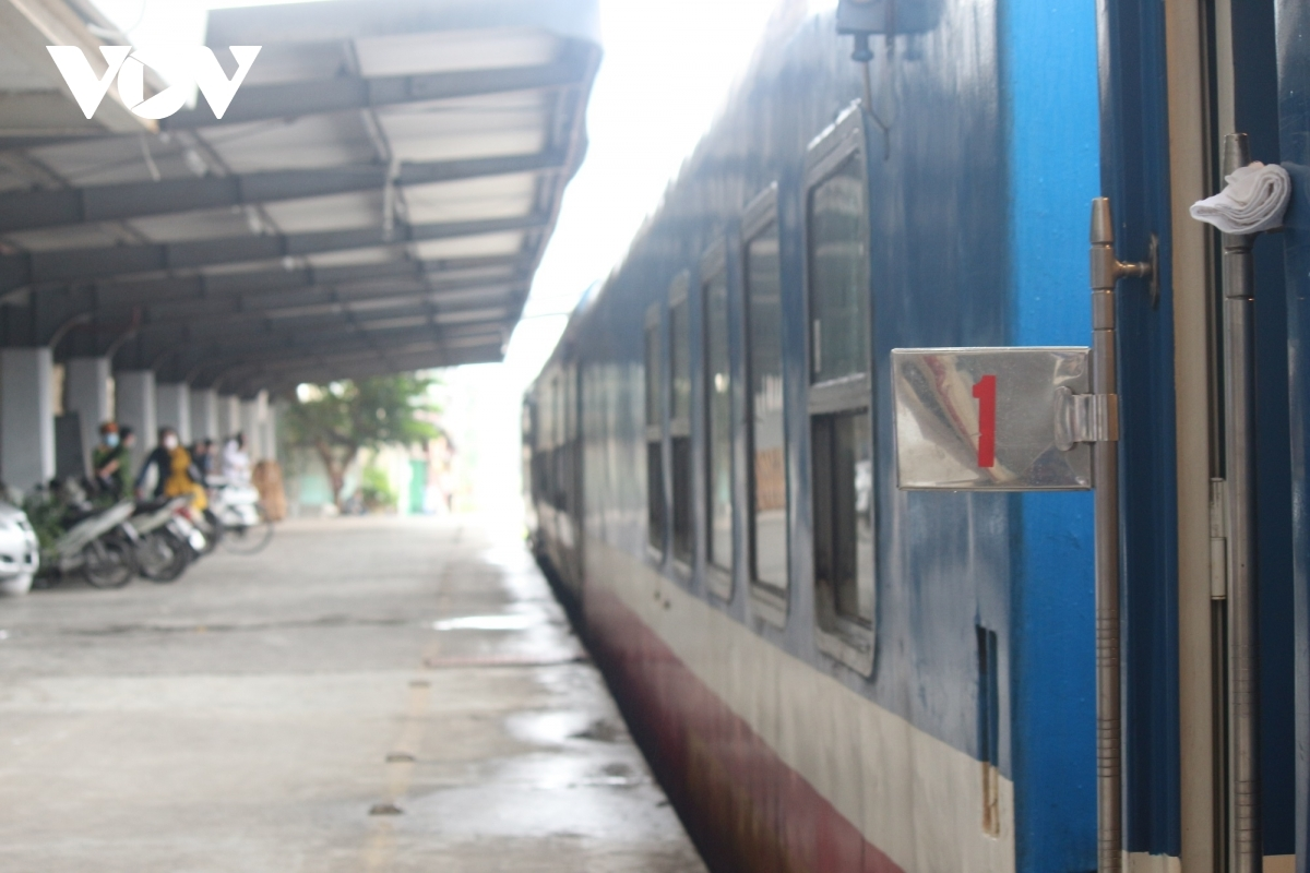 Railway operators moved to suspend North-South trains on August 25 due to the complicated development relating to the COVID-19 pandemic across the country.