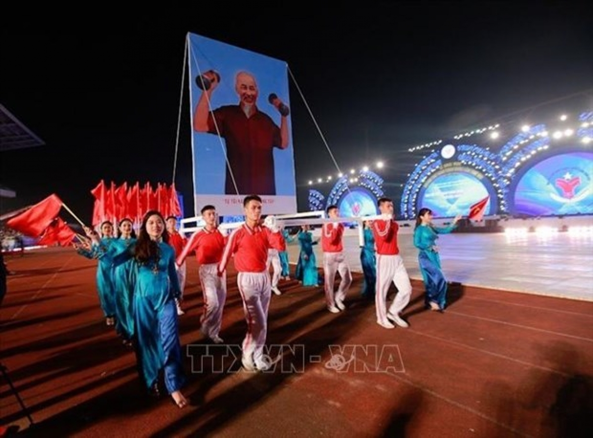 At the opening ceremony of the 8thNational Sports Games