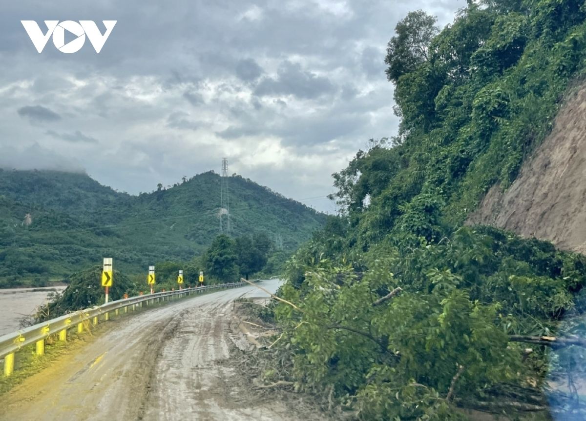 Slippery road challenges migrant workers attempting to journey home from southern coronavirus hotspots.