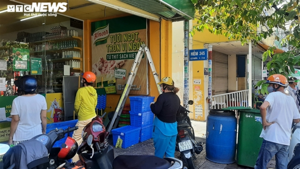 The reopening of supermarkets is more convenient for locals, thereby helping them in their daily lives.