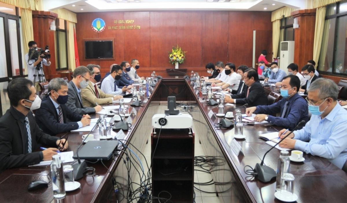 Bộ trưởng Bộ Nông nghiệp và Phát triển nông thôn Lê Minh Hoan tiếp Đại sứ Trưởng Phái đoàn Liên minh châu Âu tại Việt Nam