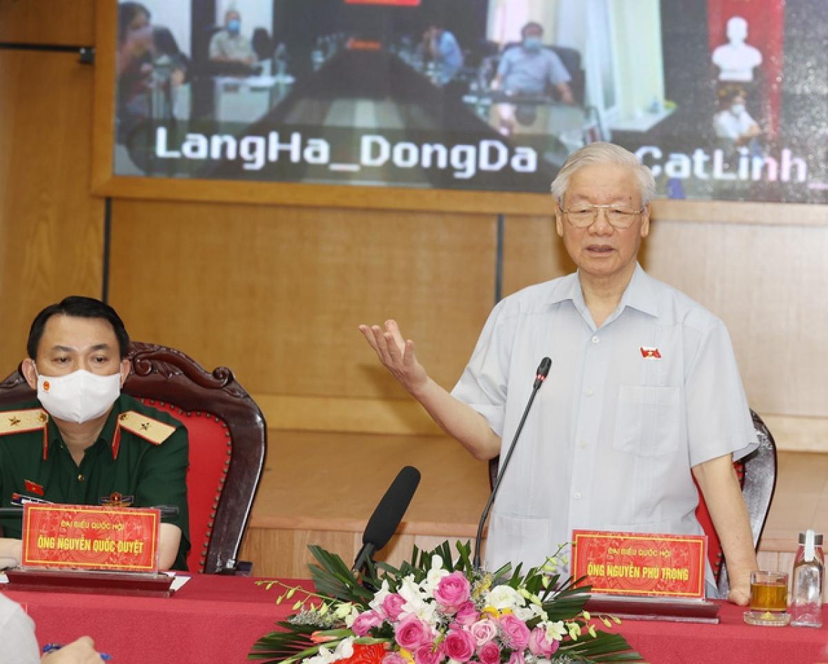 Tổng Bí thư Nguyễn Phú Trọng cùng các đại biểu Quốc hội TP Hà Nội (Đơn vị bầu cử số 1) tiếp xúc cử tri các quận Ba Đình, Đống Đa, Hai Bà Trưng sáng 9/10. Ảnh: TTXVN