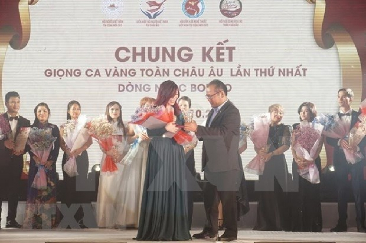 The special prize came to Thai Xuan Dung, an overseas Vietnamese in the Czech Republic.