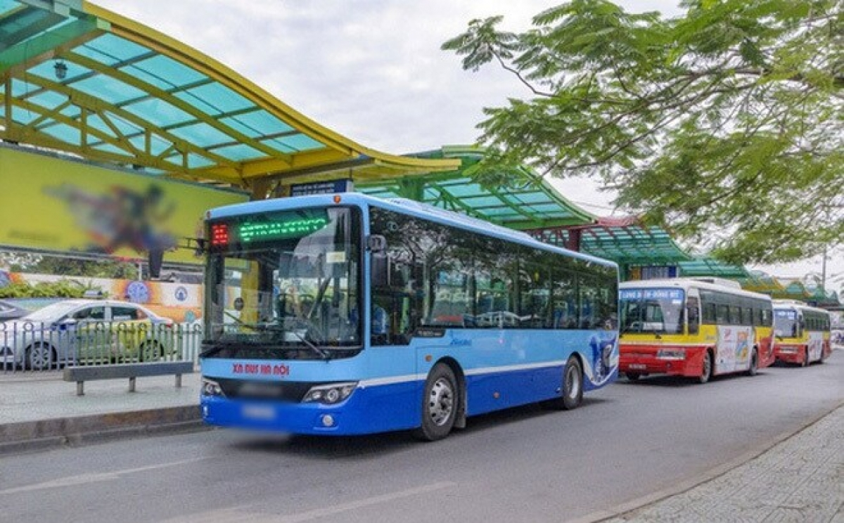 Từ 6h00 ngày 14/10/2021, xe buýt, xe taxi tại Hà Nội được hoạt động theo công suất và hướng tuyến do Sở Giao thông vận tải hướng dẫn.
