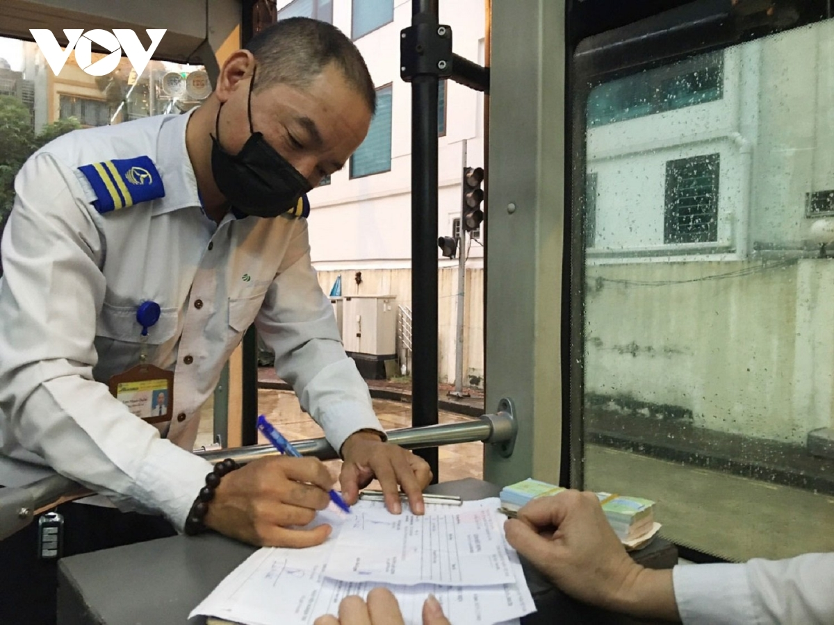 Before the bus hits the road, the driver must sign a paper to ensure the bus meets all safety requirements.