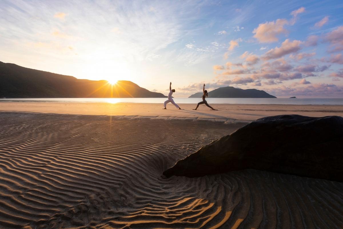 Tourists do yoga exercise at Con Dao beach. (Photo: Six Senses Con Dao)