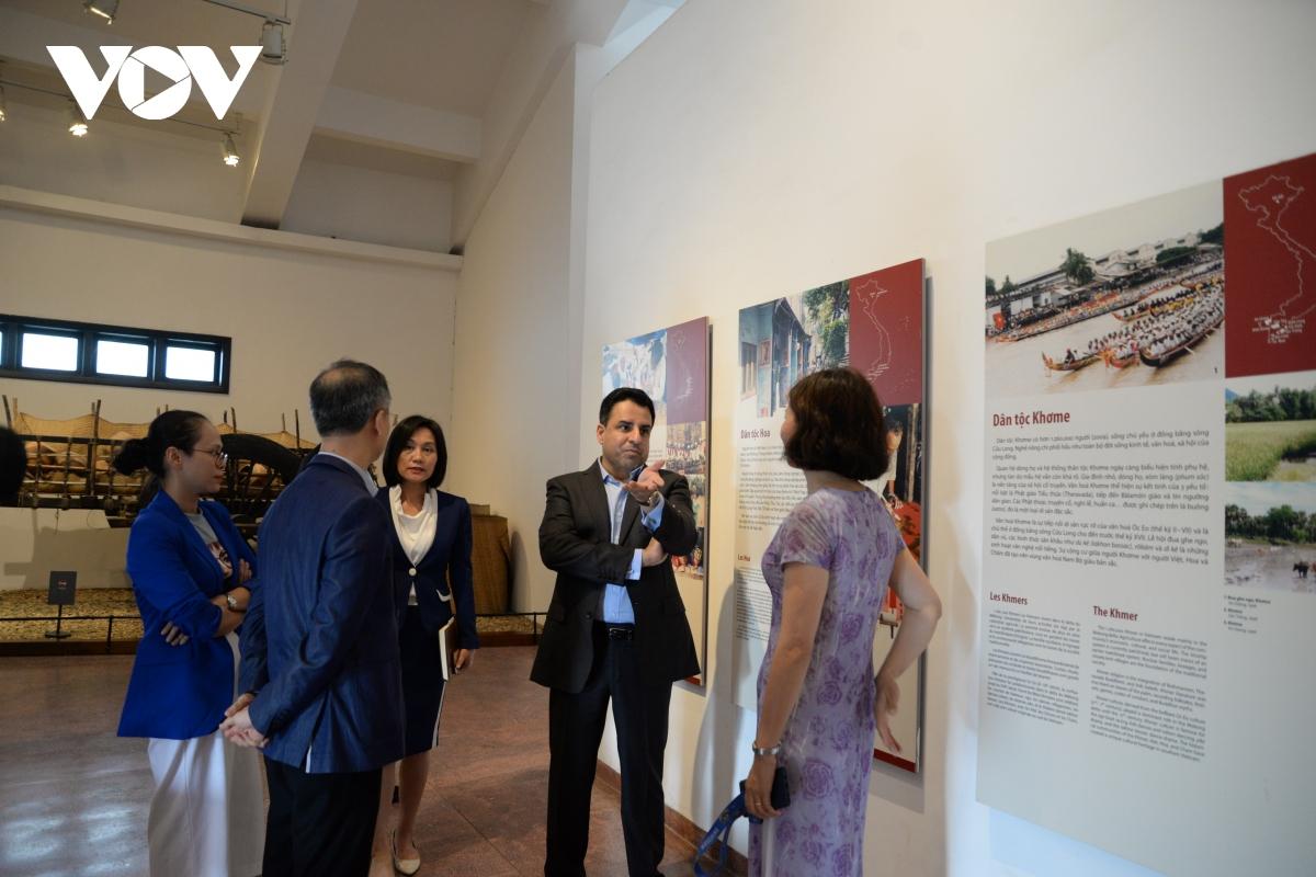 Đại sứ chia sẻ điều gây ấn tượng nhất cho ông là tính đa dạng của các dân tộc Việt Nam, thể hiện trong nghệ thuật, kiến trúc, lối sống...