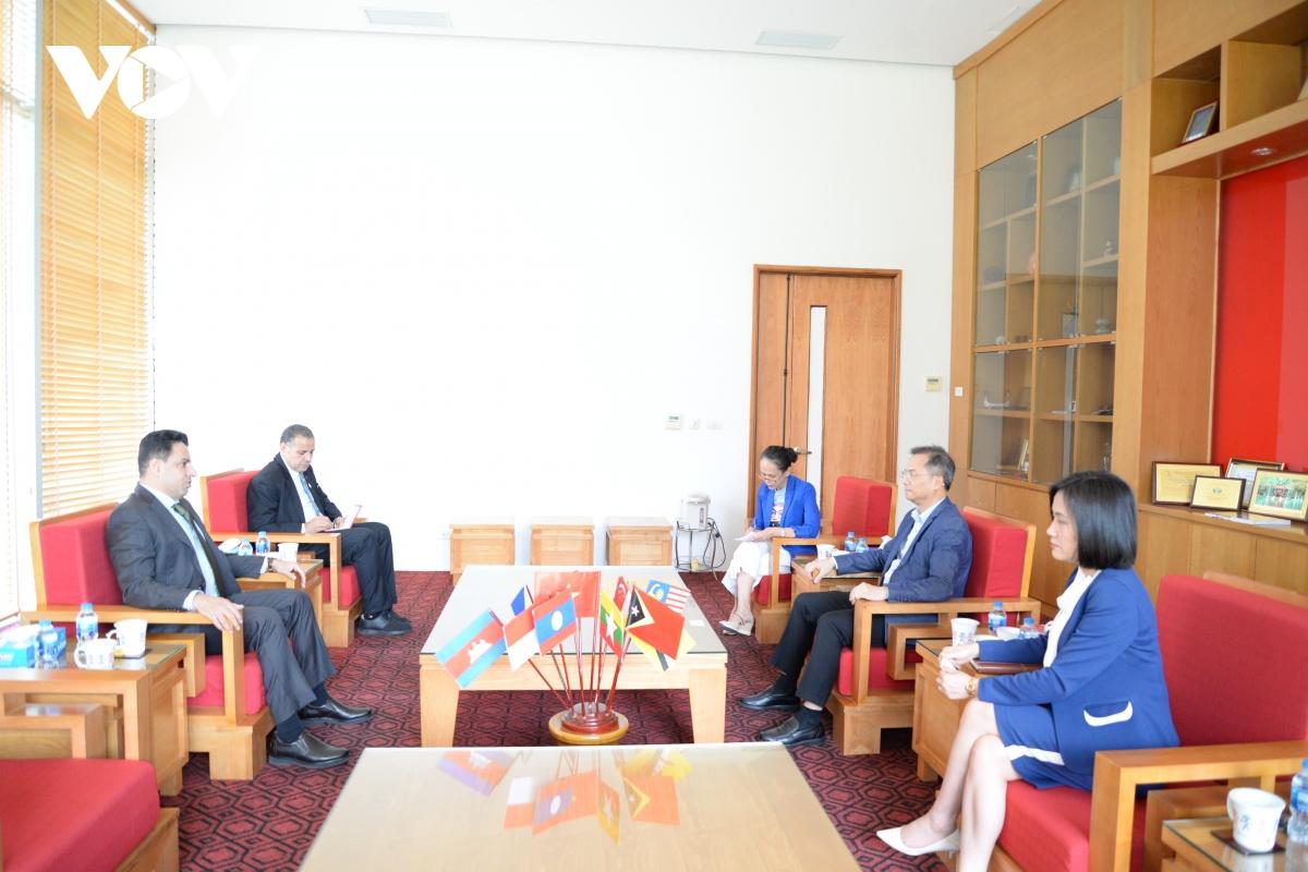 Ngày 25/11/2020, Đại sứ đặc mệnh toàn quyền Các Tiểu vương quốc Arab Thống nhất (UAE) – ông Obaid Saeed Al Dhaheri đã thăm và làm việc với Bảo tàng Dân tộc học Việt Nam.