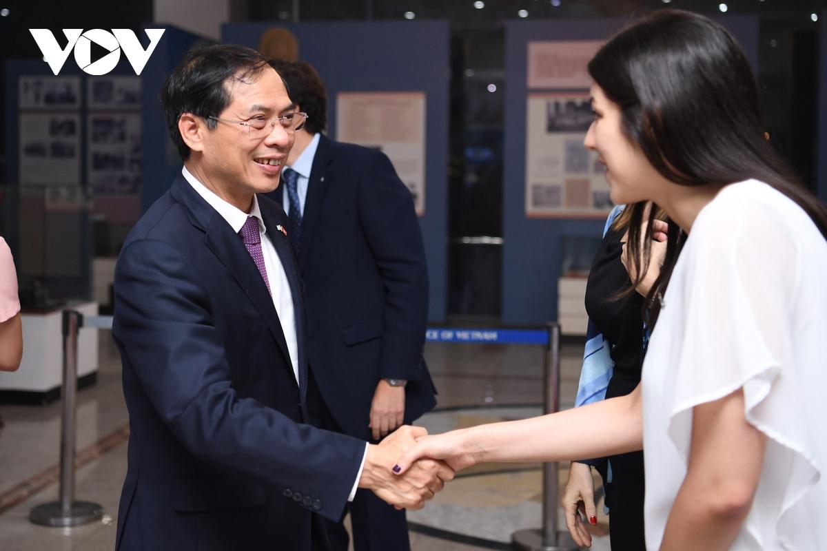 Chương trình có sự tham dự của Thứ trưởng thường trực Bộ Ngoại giao Bùi Thanh Sơn.