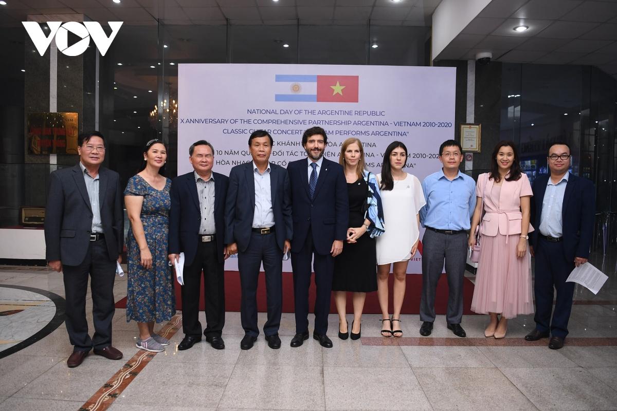 Sự kiện chào đón các Đại sứ và đồng nghiệp từ các cơ quan đại diện ngoại giao và tổ chức quốc tế, các thành viên trong cộng đồng người Argentina tại Việt Nam.
