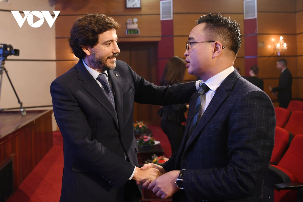 Phó Tổng Giám đốc VOV Phạm Mạnh Hùng chúc mừng kỷ niệm Quốc khánh Argentina.