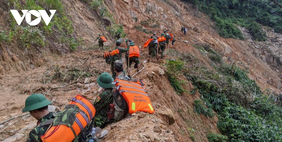 Quảng Nam tăng cường lực lượng, mở rộng khu vực  tìm kiếm nạn nhân - Ảnh 2.