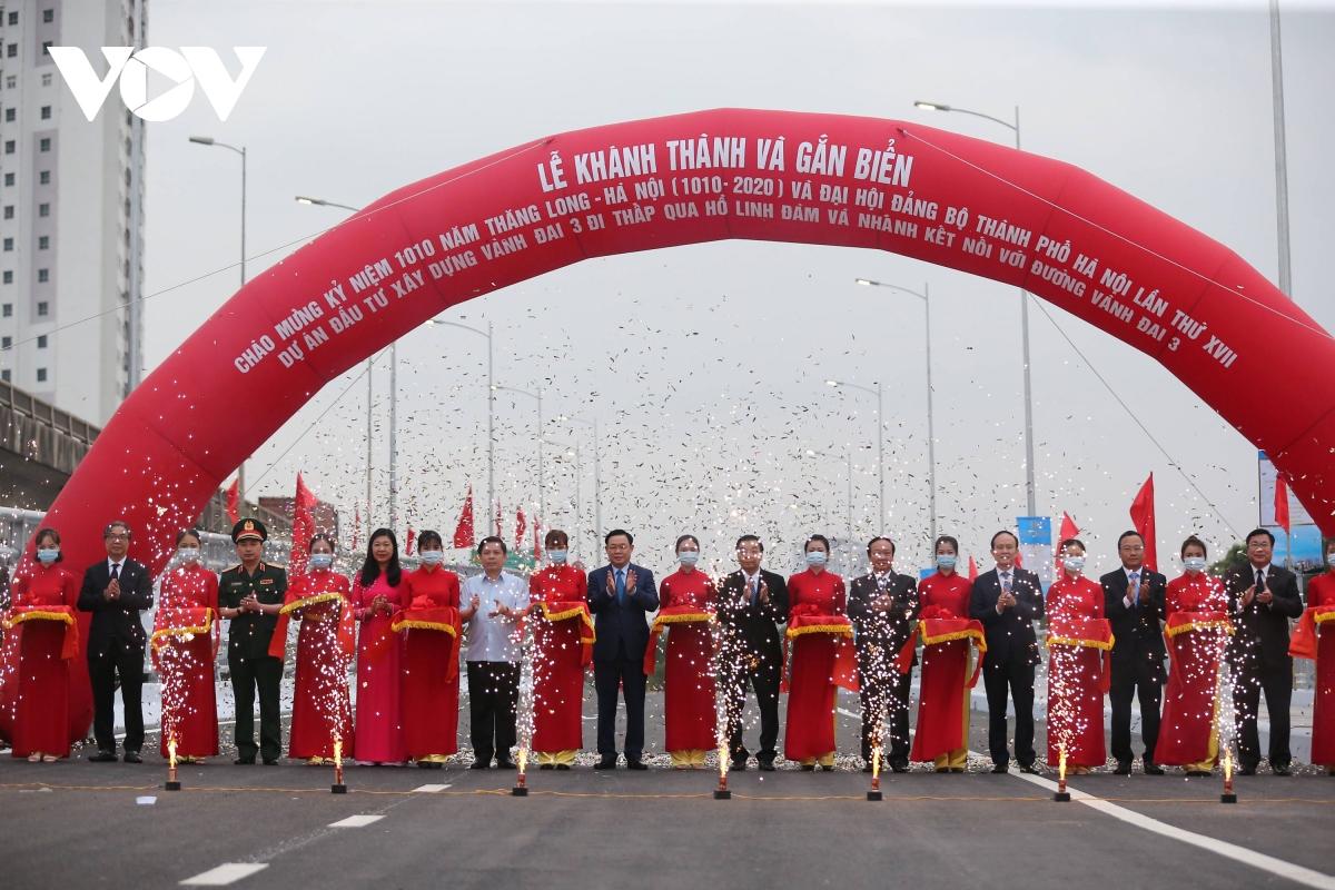 Hàng loạt công trình giao thông ở Thành phố Hà Nội được hoàn thành trong năm 2020 đã và tạo nên diện mạo mới cho Thủ đô.