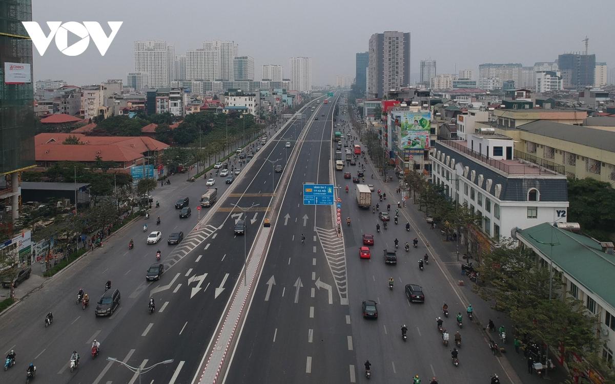 Cầu cạn Mai Dịch - Nam Thăng Long thuộc tuyến đường vành đai 3 cũng được khánh thành trong tháng 10/2020. Cầu có điểm đầu tại ngã tư Mai Dịch - Xuân Thuỷ - Phạm Hùng - Phạm Văn Đồng; điểm cuối tại phía Nam cầu Thăng Long. Công trình có tổng chiều dài 5,367km, trong đó cầu cạn dài 4,831km. Thiết kế 4 làn xe theo tiêu chuẩn cao tốc, mỗi làn xe rộng 3,75 m; 2 làn dừng khẩn cấp, 2 dải an toàn bên trong, dải phân cách giữa... bảo đảm cho xe chạy với vận tốc 100 km/h.