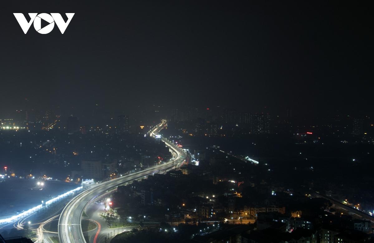 Cầu cạn Mai Dịch - Nam Thăng Long về đêm.