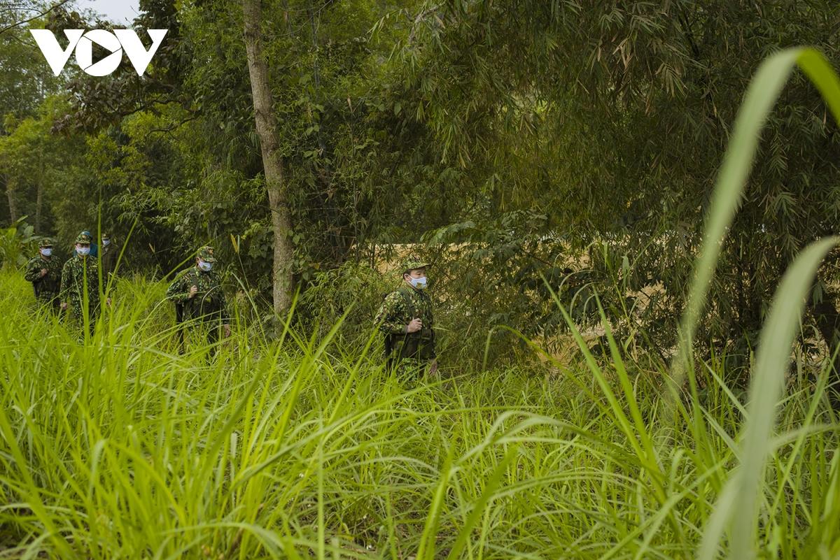 Việc tuần tra được tiến hành dọc tuyến biên giới phụ trách.