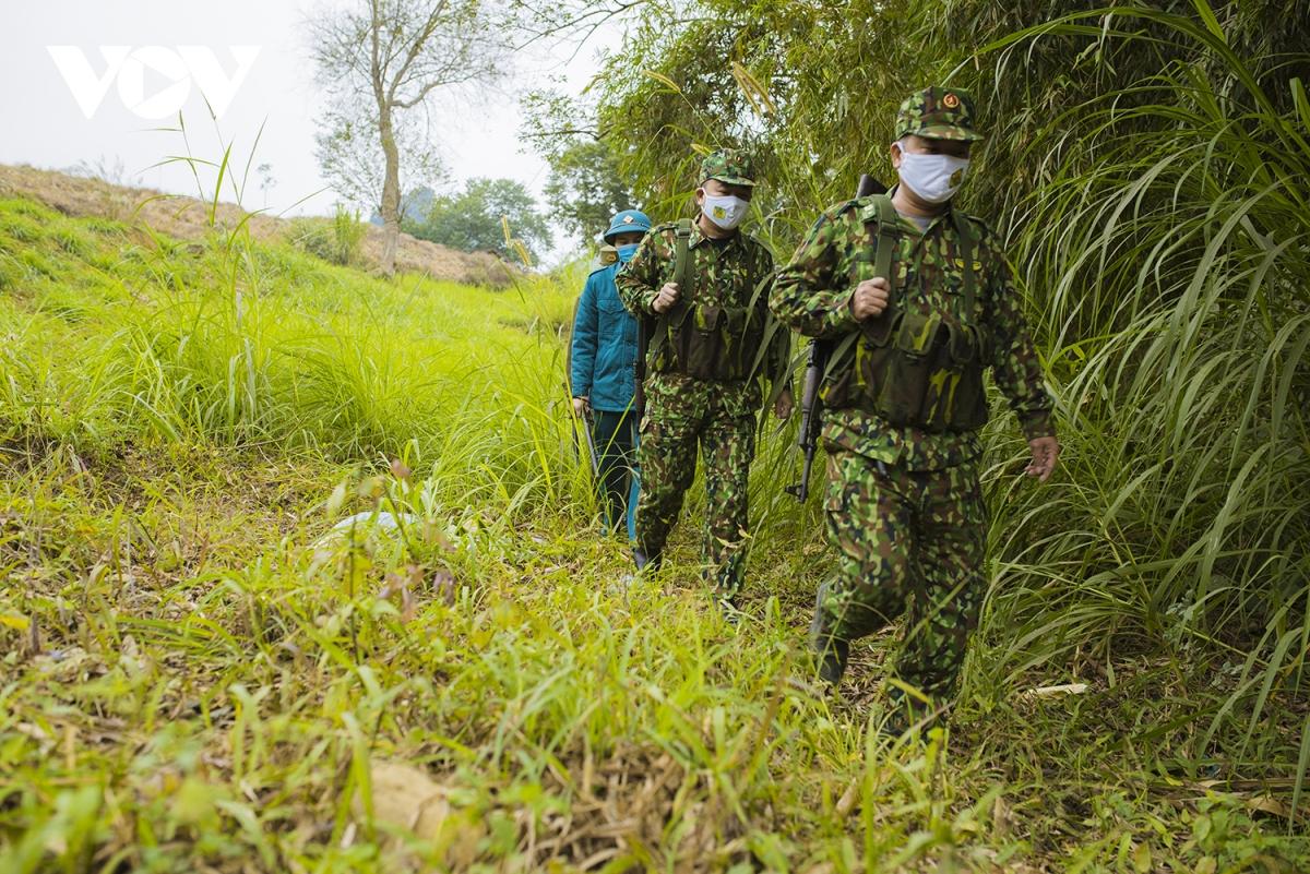 Có cả sự phối hợp của dân quân tự vệ và công an xã tham gia tuần tra.