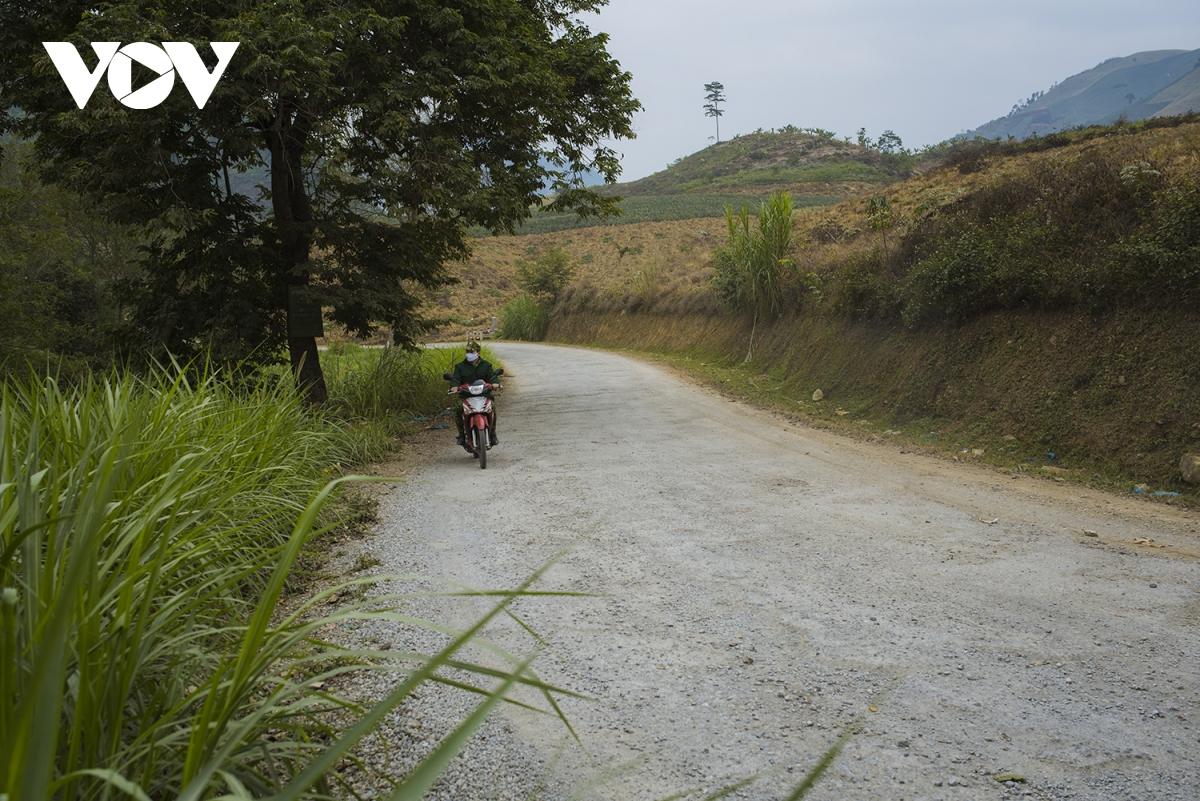 Tuần tra cả bằng xe máy.
