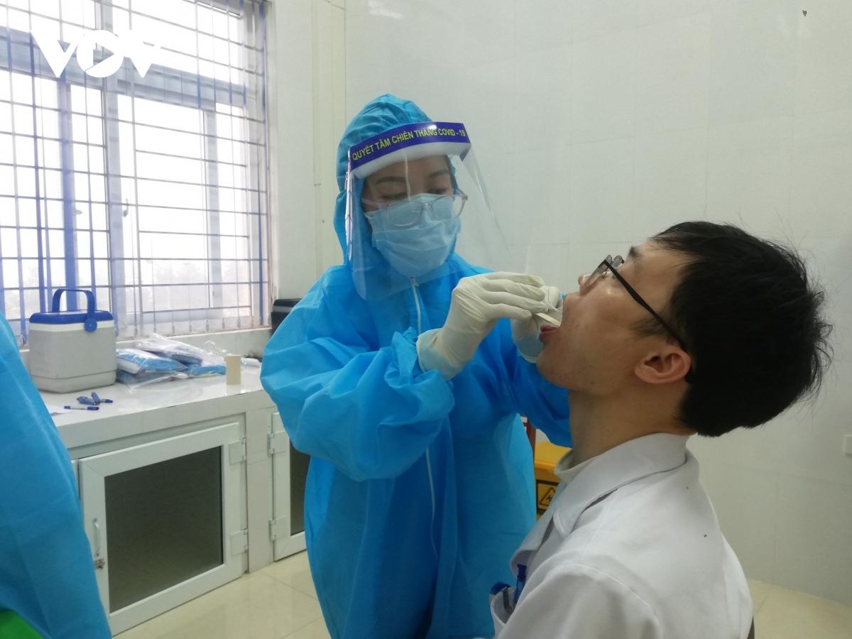 8 người Lào Cai trên chuyến bay VJ458 âm tính lần 1 với SARS-CoV-2