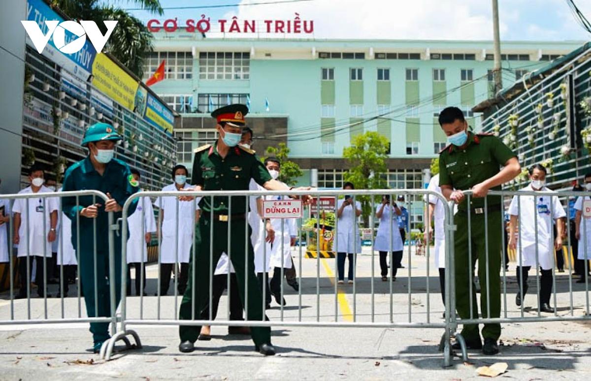 Hình ảnh dỡ bỏ phong tỏa bệnh viện K cơ sở Tân Triều - ảnh 2