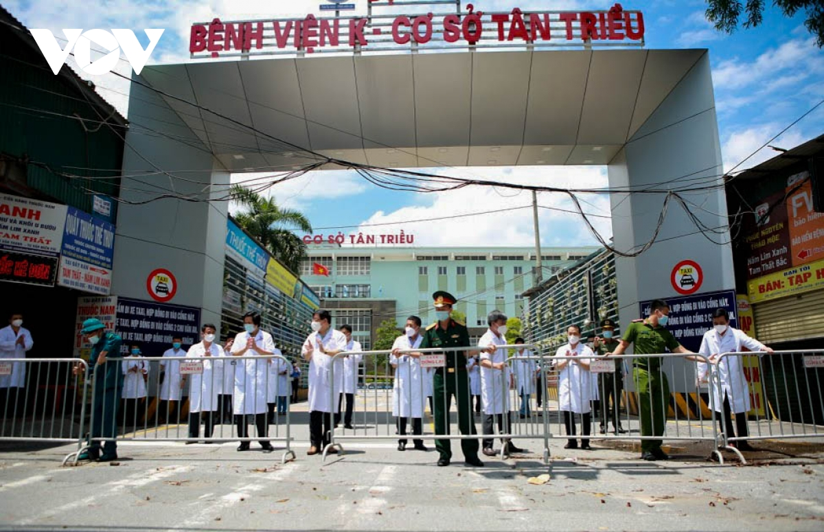 Hình ảnh dỡ bỏ phong tỏa bệnh viện K cơ sở Tân Triều - ảnh 6
