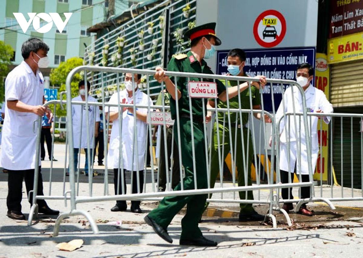 Hình ảnh dỡ bỏ phong tỏa bệnh viện K cơ sở Tân Triều - ảnh 5